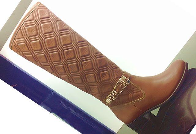 Comodidad y estilo en botas de caña alta