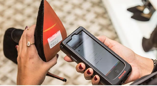 Tecnología para pago móvil en tiendas de Zapatos