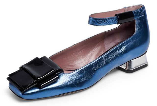 Tributo a los 60's en nueva colección de zapatos Rayne