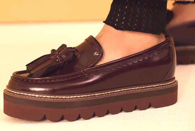 Curvas y pragmatismo en zapatos de See by Chloe