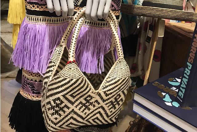 Bolsos artesanales colombianos en la tienda Bergdorf Goodman