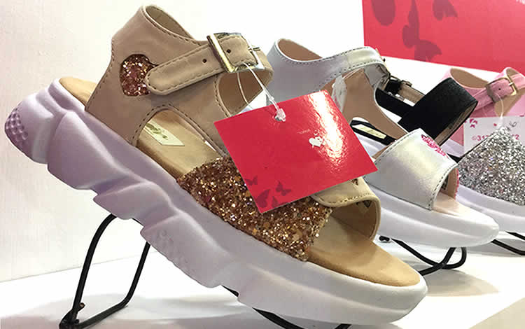 Confort y elegancia en zapatos infantiles de Namor