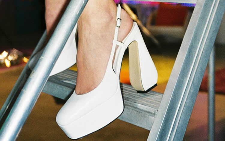 Glamour y tacones en nueva línea de zapatos Sí Rossi